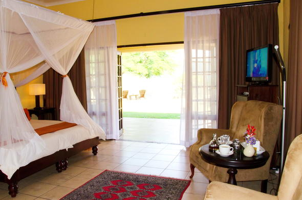Cosy bedroom at Abangane Guest Lodge.